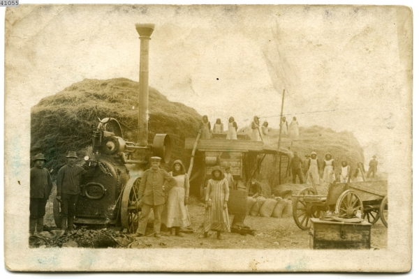 Fotografia młócki w majątku w Jedwabnie